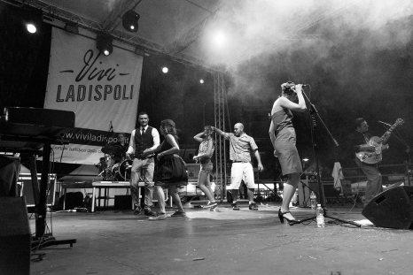 ladispoli vintage officina19 musica ballo rock n roll live piazza rossellini market retroladispoli vintage officina19 musica ballo rock n roll live piazza rossellini market retro ROCKIN ANGIE AND THE 4Ds_DSC1698